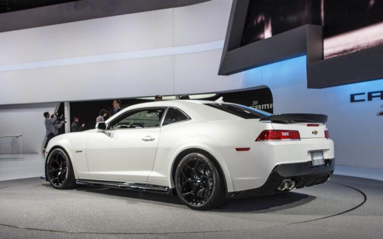Новый спортивный автомобиль Chevrolet Camaro 2015